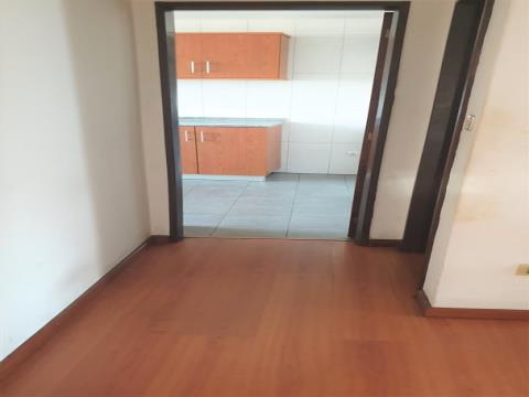 Apartamento T3c/ garagem box  - Centro de S. Mamede
