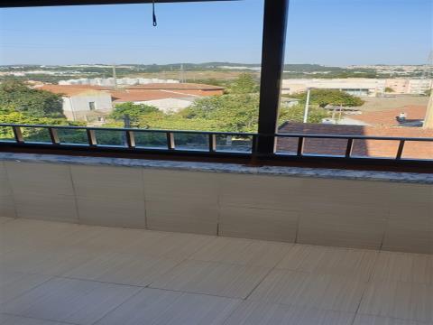 T1 totalmente remodelado c/ garagem fechada - Rio Tinto