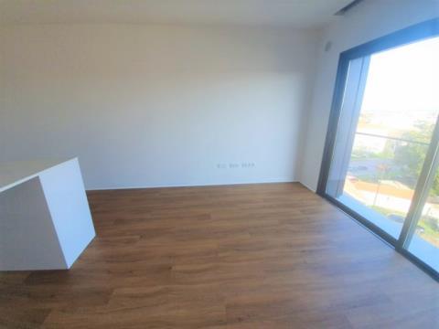 Apartamento Novo, para arrendar, com vistas desafogadas - H. São João / Pólo Universitário