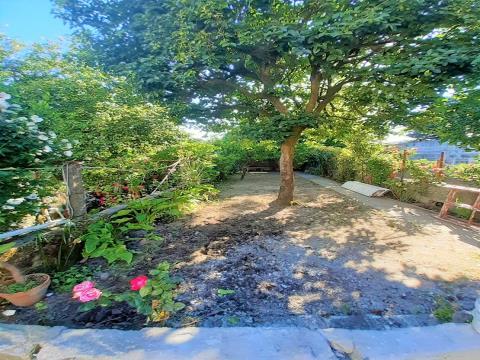 Moradia V2 c/ excelente jardim e totalmente remodelada - à Areosa