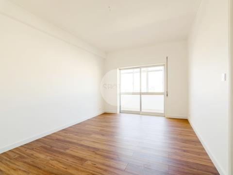 Apartamento T2+1 c/ garagem * Sto Ovídio