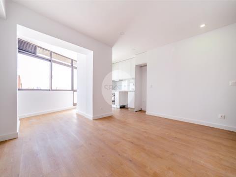 Apartamento T0+1 c/ terraço e garagem * Serpa Pinto