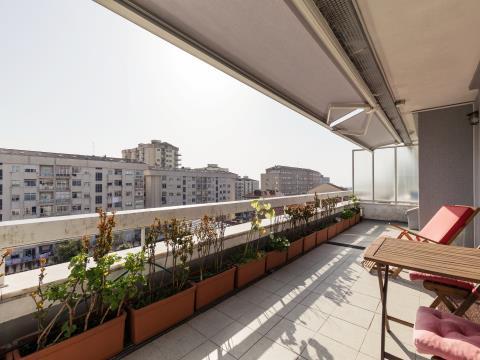 Apartamento T2+1 no último piso * terraço e garagem * Constituição