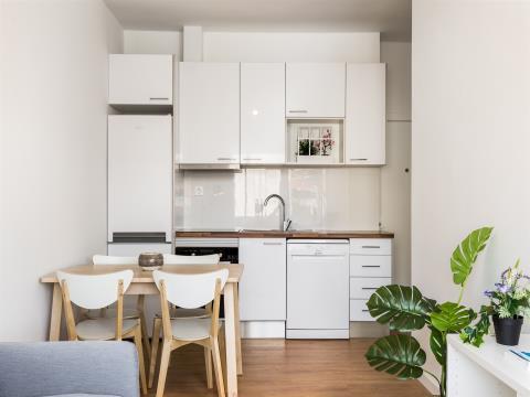 Apartamento T2 renovado junto ao metro * Campanhã