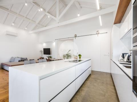 Moradia T4 de Luxo, com amplo jardim, sala cinema e garagem.