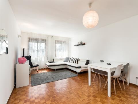 Apartamento T2 com garagem * Pereiró * Ramalde