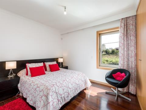 Moradia T4 com 3 suites e garagem para 3 carros ao centro histórico de Gaia