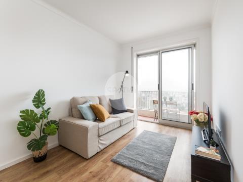 Apartamento T2 renovado na Av. da República * Vila Nova de Gaia