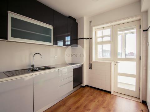 Apartamento T2 C/ Garagem Box * Devesas * V.N.Gaia