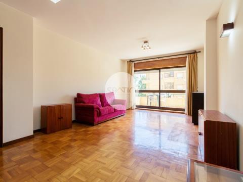 Apartamento T4 * Rua Oliveira Monteiro