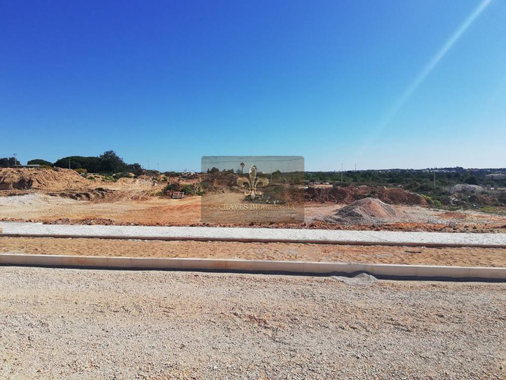 Terreno para la construcción de la Casa T3 con piscina en Pêra