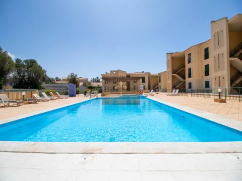 Apartamento de 2 dormitorios con piscina en Ferreiras