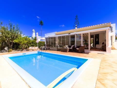 Villa de 3 dormitorios con piscina en Albufeira