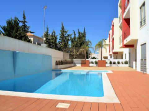 Schöne Wohnung T0+1 mit Pool in Olhos de Agua
