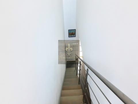 Moradia T3 com Piscina Privada + Garagem box, Centro da Cidade, Albufeira
