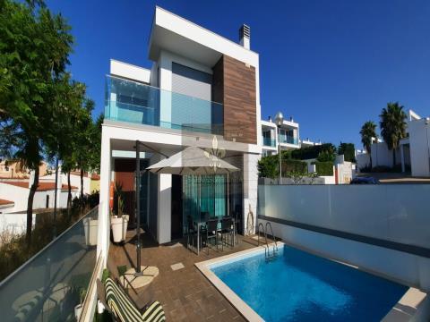 Villa T3 avec piscine privée, centre ville, Albufeira