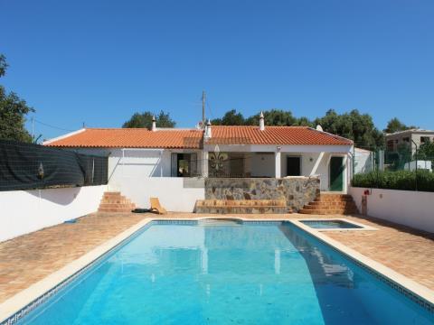 Moradia T3+2 com piscina em  Assomadas - Tunes
