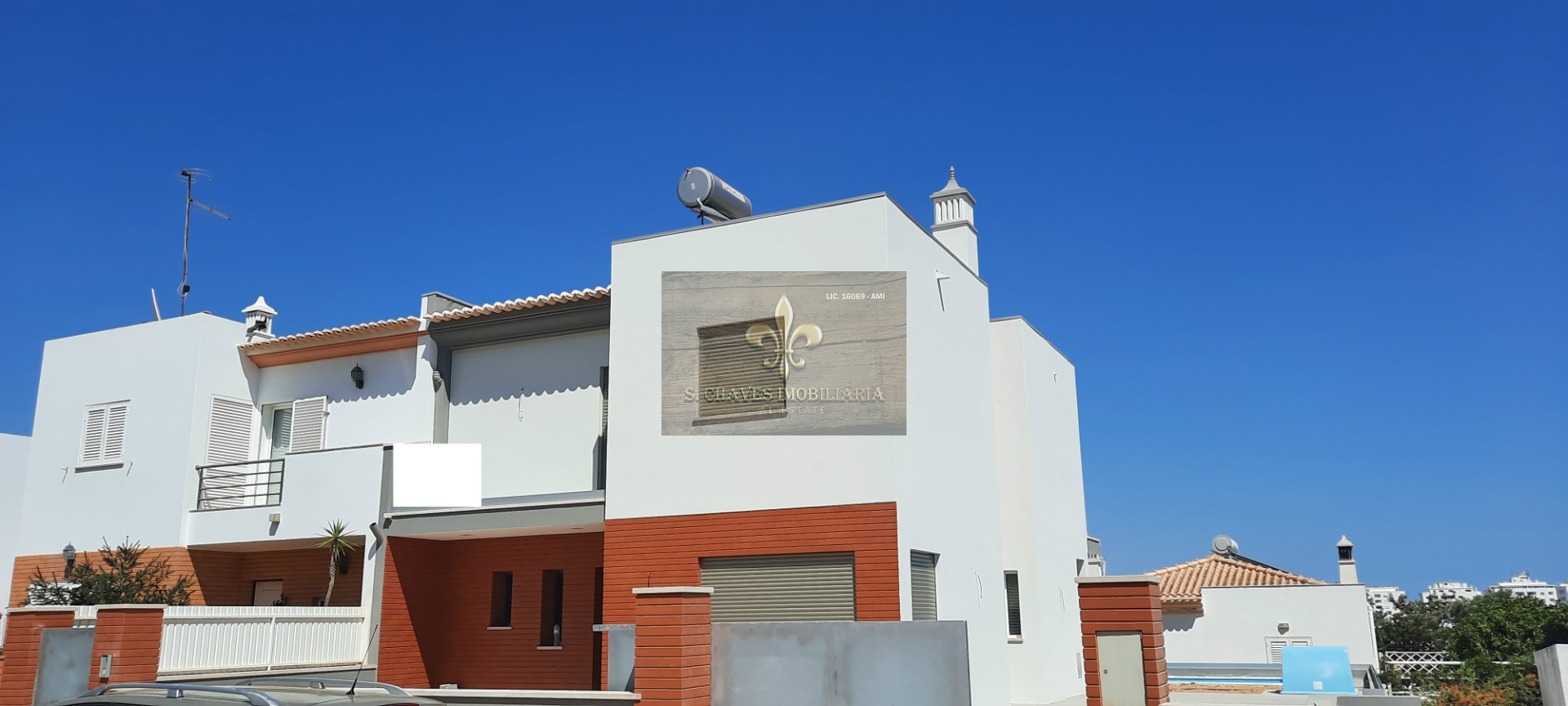 4 bedroom villa with pool and garage in Albufeira