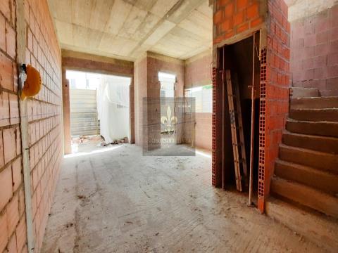 Moradia T3  geminada em construção - Pêra