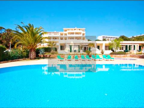 Apartamento T1 a 400 m da Praia Santa Eulália.