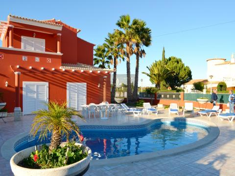 Excellent 4 bedroom detached villa with pool in Porches