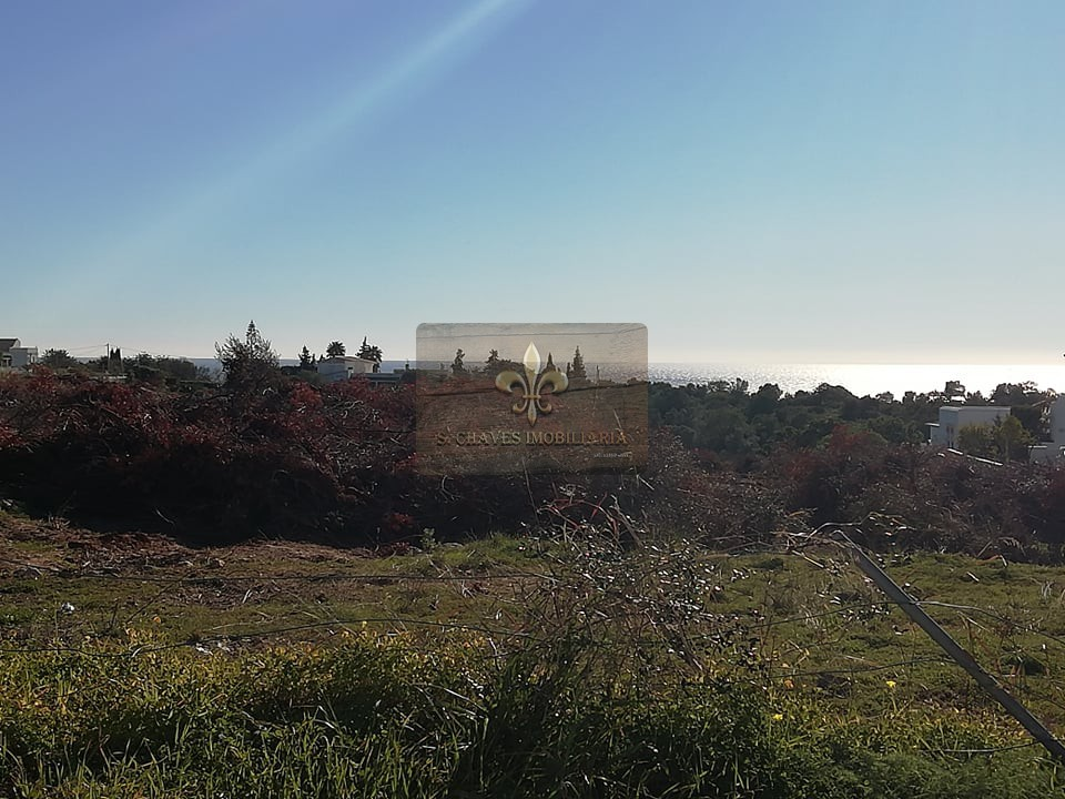 Terreno urbano con vistas al mar en Patroves - Albufeira.
