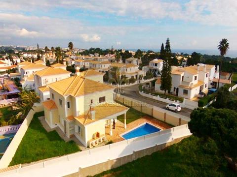 Lujosa villa T4 con piscina en Albufeira