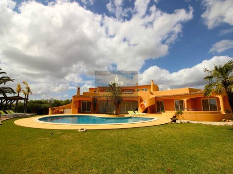 Excelente Villa T5 com piscina em Albufeira - Algarve