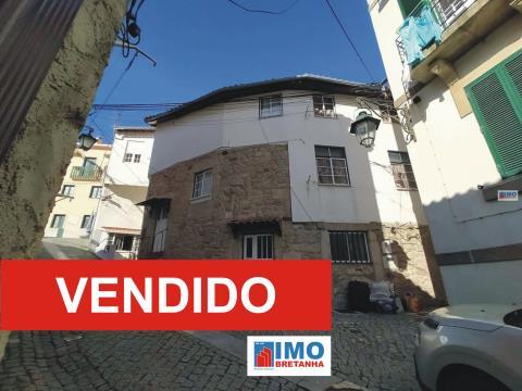 VENDIDO - Edificio C/ três Apartamentos T1 - Junto à UBI