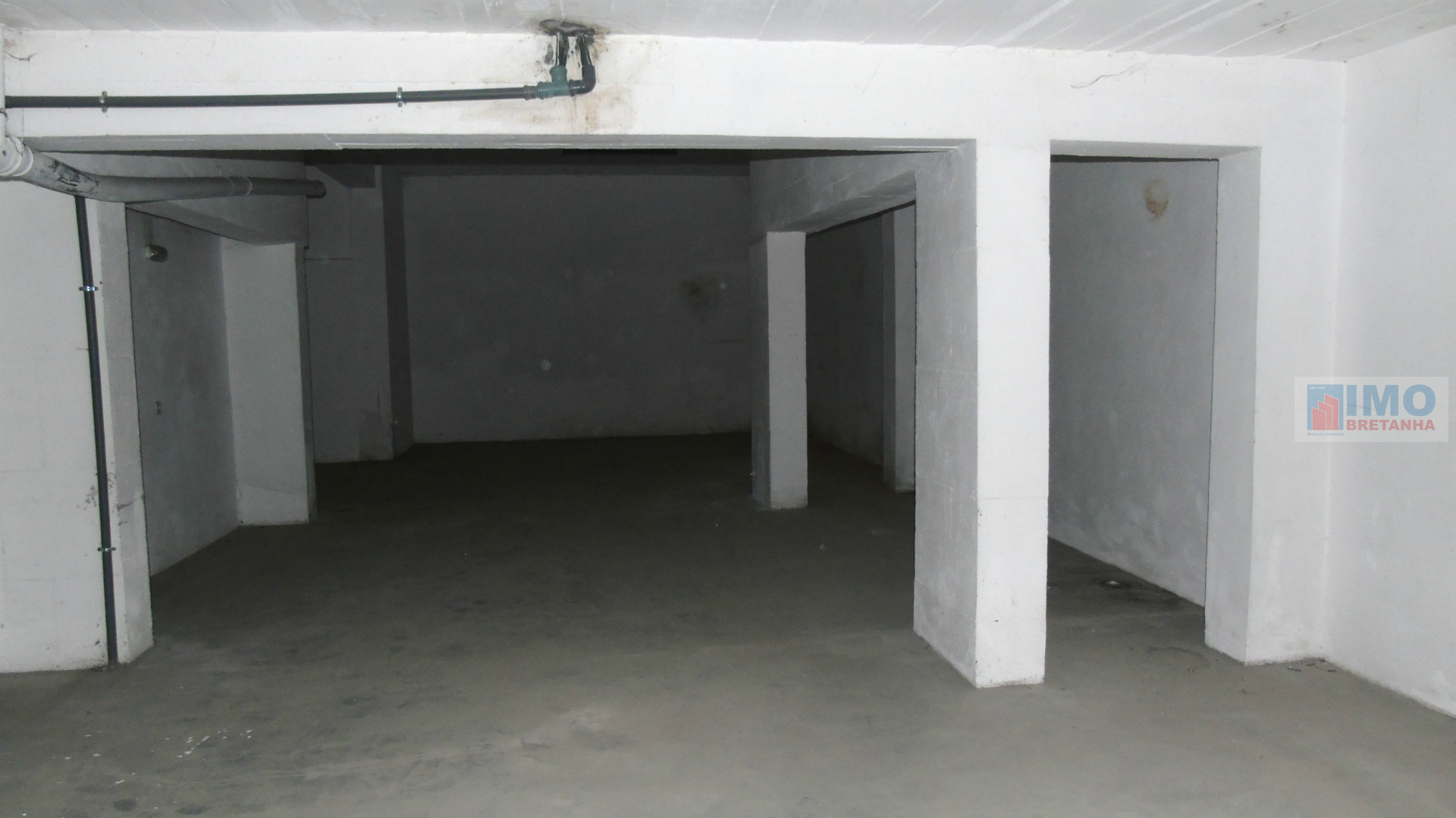 Garagem para 6 carros perto da ESE