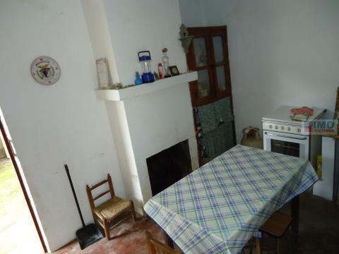 Quinta com moradia perto de Sobreira Formosa