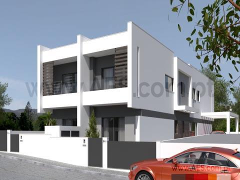 Moradia V4 duplex - Nova - Redondos - Fernão Ferro