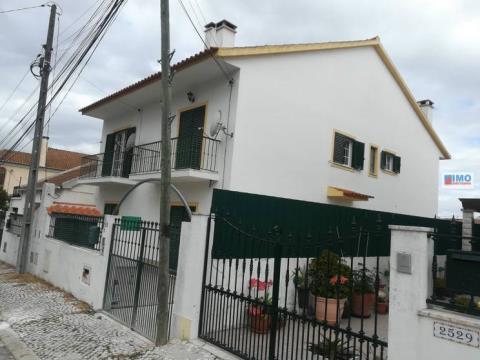 Vivienda Adosada triplex de 3 habitaciones