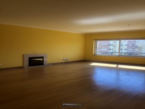 Apartamento T4 Duplex em Telheiras para arrendamento