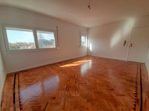 3 bedroom apartment completely renovated in the center of Cascais