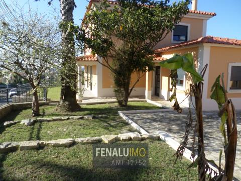 3 bedroom villa, on foot from Lagoa, close to the beach and golf, silver coast, Portugal