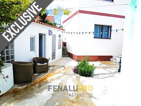 Casa no centro da Foz do Arelho, perto praia, golfe, Costa de Prata, Portugal.