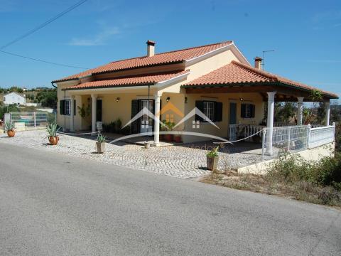 Villa con salón y terraza, cerca de Tomar