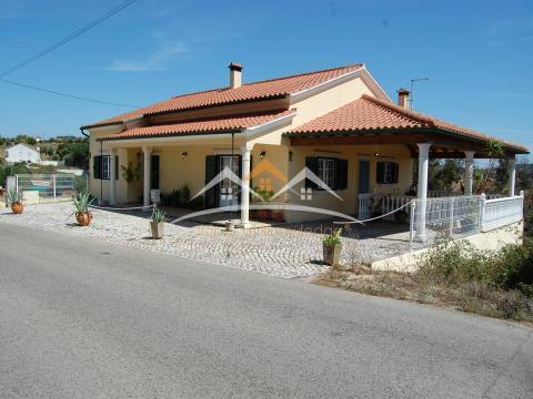 Villa avec salon et terrasse, près de Tomar