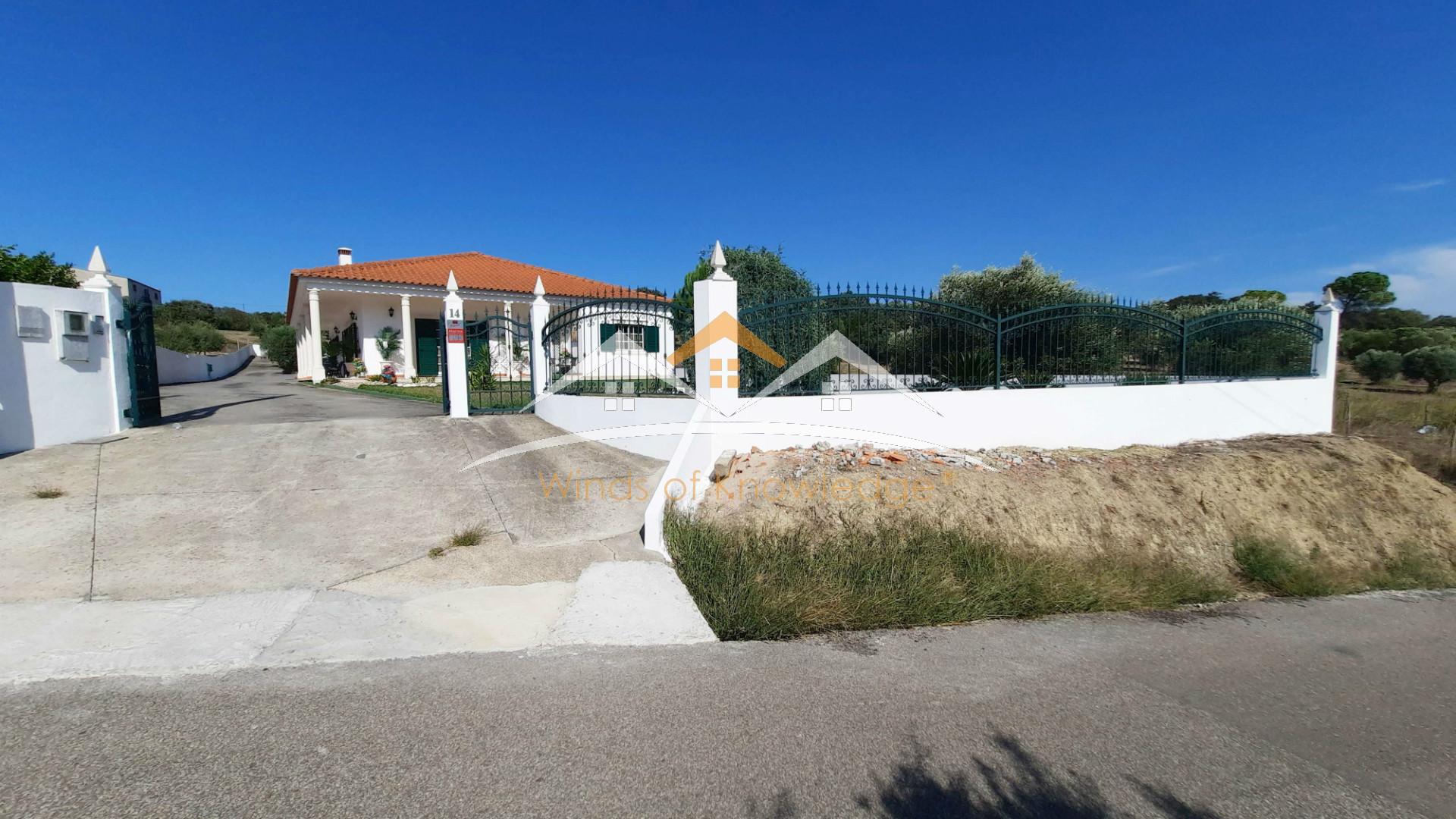 Moradia com piscina perto de Tomar e Torres Novas