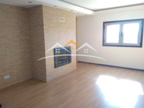 Apartamento novo com garagem, varandas e churrasqueira
